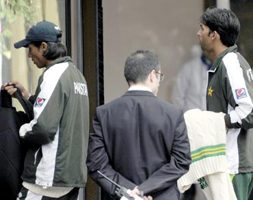 Mohammad Amir (left) and Mohammad Asif arrive at the team hotel