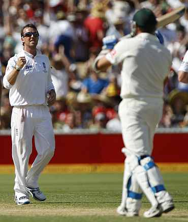 Graeme Swann celebrates after picking up Ryan Harris during the second Ashes Test in Adelaide