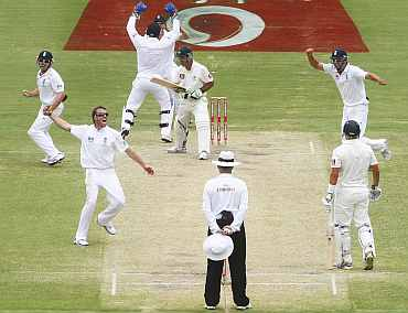 Graeme Swann celebrates after picking up Ricky Ponting during the second Ashes Test in Adelaide