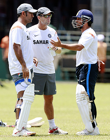 Sachin Tendulkar with MS Dhoni (left) and coach Gary Kirsten (centre)