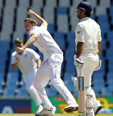 South Africa's Morne Morkel celebrates after picking up India's MS Dhoni during the first Test at Centurion