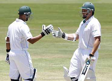 South Africa's Alviro Petersen and Graeme Smith shak hands during the first Test against India at Centurion