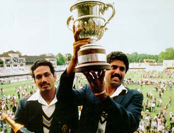 Kapil Dev and Mohinder Amarnath with the 1983 World Cup