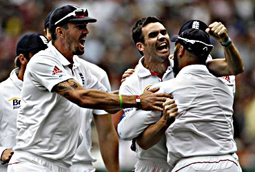 James Anderson and England players celebrate the fall of an Aussie wicket