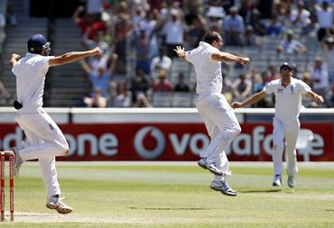 Tim Bresnan (C) celebrates after dismissing Ben Hilfenhaus