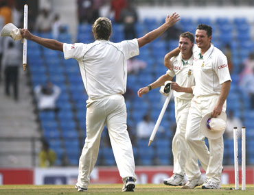 South Africa's captain Graeme Smith celebrates with Dale Steyn and Paul Harris after winning the first Test