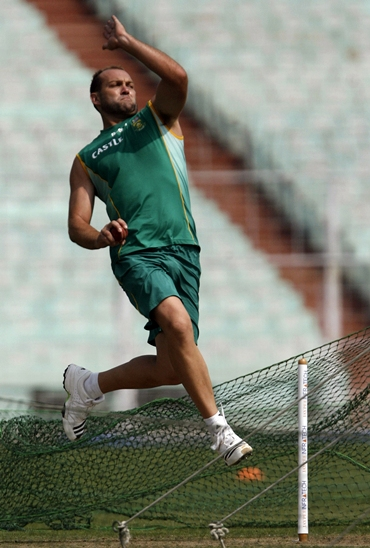 Jacques Kallis hones his bowling in the nets