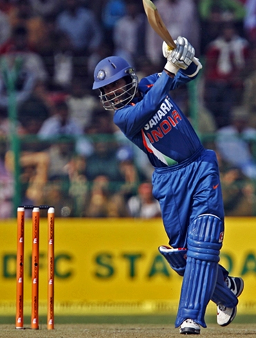 Dinesh Karthik steps out to drive
