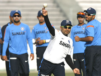 Sehwag goes through the paces during fielding practice in Dhaka