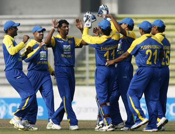 Sri Lankan players celebrate Sehwag's wicket
