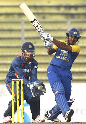 Kumar Sangakkara tries to take the aerial route in an effort to accelerate the innings