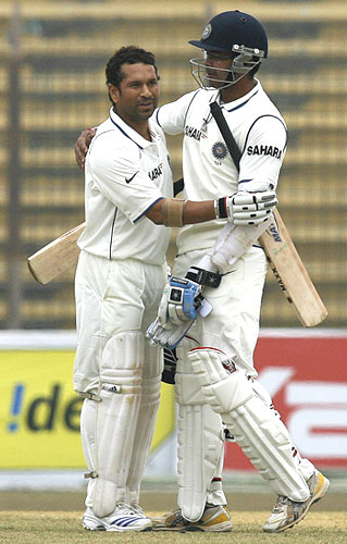 Sreesanth congratulates Sachin Tendulkar on completing his century