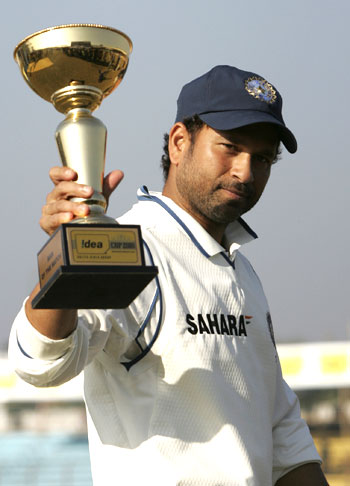 Sachin Tendulkar with the man-of-the-match award