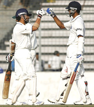 Sachin Tendulkar (left) and Rahul Dravid