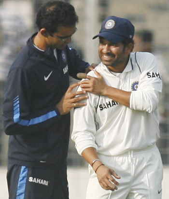 India's physiotherapist Patel examines Tendulkar's injury.