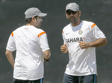 MS Dhoni and Sachin Tendulkar during a practice session in Colombo