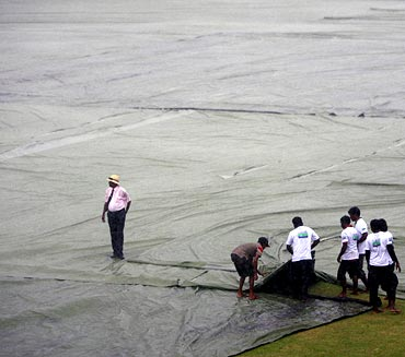 Groundstaff cover the field