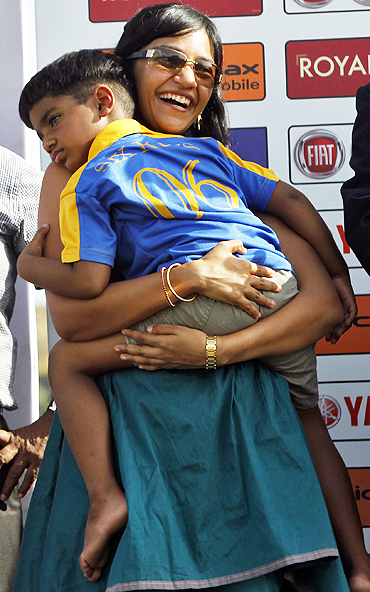 Muttiah Muralitharan's wife Madhimalar holds son Naren at the awards ceremony on Thursday