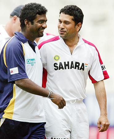 Muttiah Muralitharan with Sachin Tendulkar in Chennai in 2005