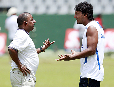 Sri Lanka's selection committee chairman Aravinda De Silva (left) has an animated discussion with captain Kumar Sangakkara (right) during a practice session in Colombo on Sunday