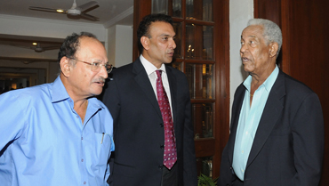 Gary Sobers, right, with Ravi Shastri and Ajit Wadekar, left