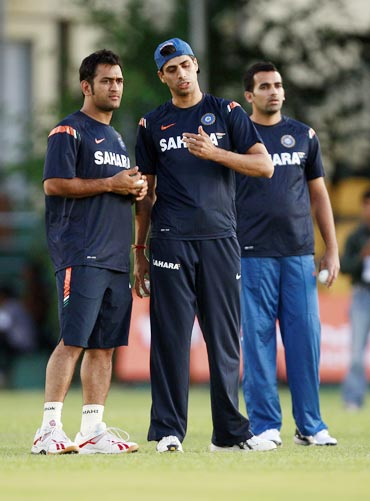 MS Dhoni along with Ashish Nehra during a practice session