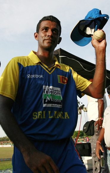 Farveez Maharoof acknowledges the applause of the crowd after the end of India's innings