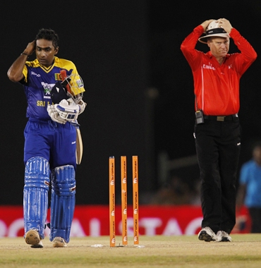 Mahela Jayawardene (L) and umpire Bruce Oxenford walk off the field after the match