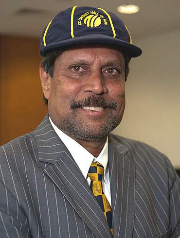 Kapil Dev with the commemorative cap