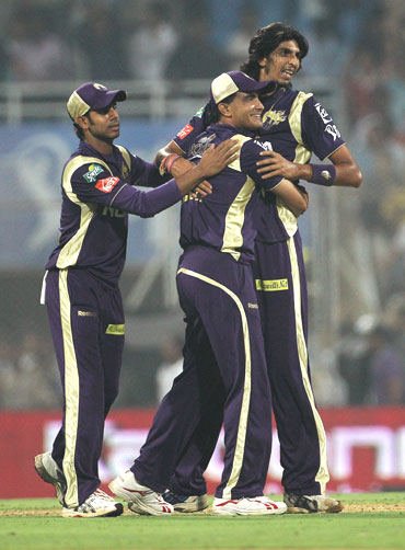 Ishant Sharma and Sourav Ganguly celebrate after beating Deccan Chargers by 11 runs
