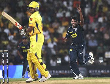 Chaminda Vaas celebrates the wicket of Suresh Raina