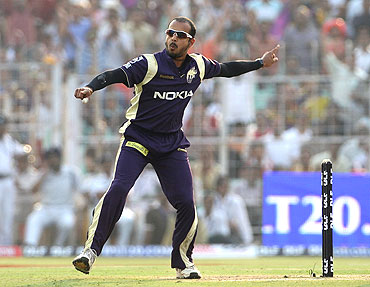 Murali Kartik is ecstatic after dismissing Manish Pandey