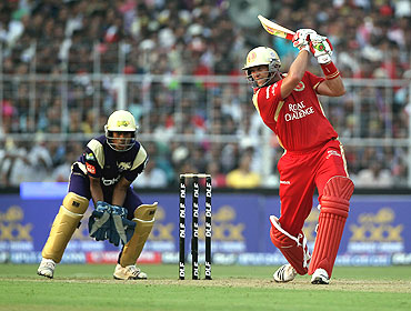 Jacques Kallis sends one to the boundary