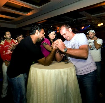 Praveen Kumar (left) and Jacques Kallis