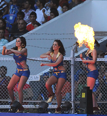 Cheerleaders perform during match between the Kings XI Punjab and the Delhi Daredevils
