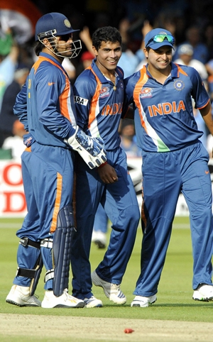 Jadeja (centre) with Dhoni and Raina