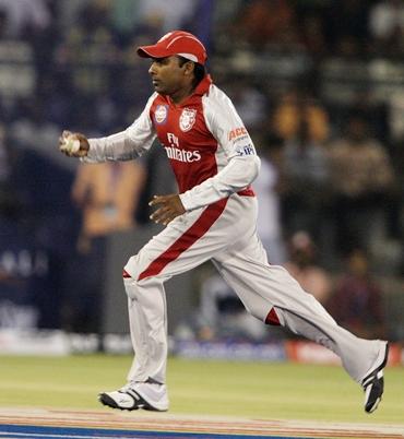 Mahela Jayawardene celebrates after catching Gilchrist