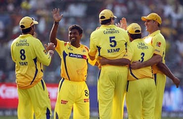 Muralitharan is congratulates by Kemp and teammates