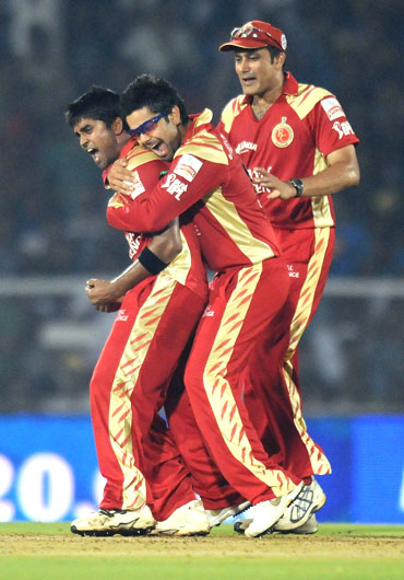 Vinay Kumar celebrates after picking up Sachin Tendulkar