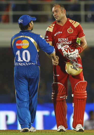 Kallis is congratulated by Sachin Tendulkar