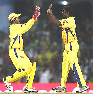 Parthiv Patel celebrates with Muralitharan (right) after dismissing Sangakkara