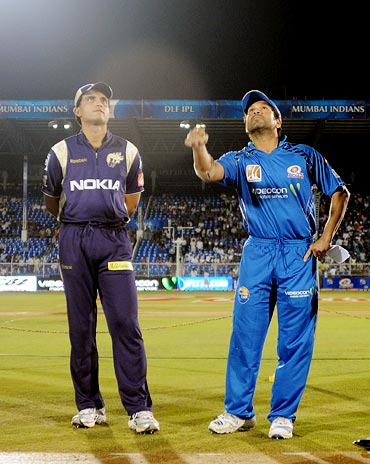 Sachin Tendulkar tosses the coin as Kolkata Knight Riders captain Sourav Ganguly looks on