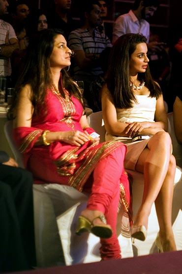 Juhi Chawla with Kangana Ranaut