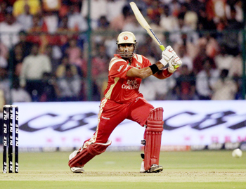 Robin Uthappa of Royal Challengers hits out en route to his 68 not out