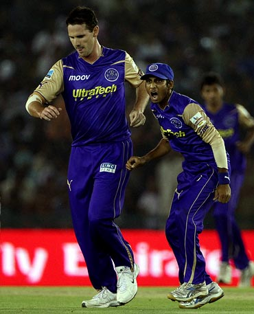 Shaun Tait (left) and Abishek Jhunjhunwala
