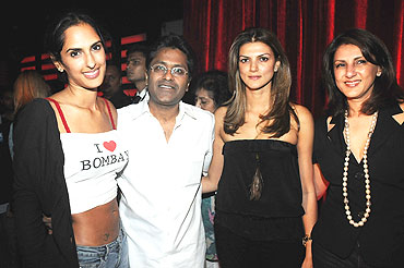 Lalit Modi sandwiched between socialites Karishma Burman, Nandita Mahtani and Kavita Chellaram