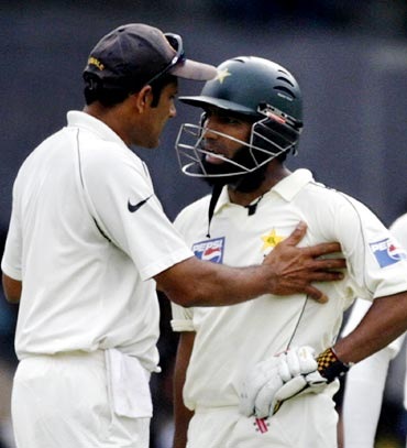 Anil Kumble (left) and Mohammad Yousuf