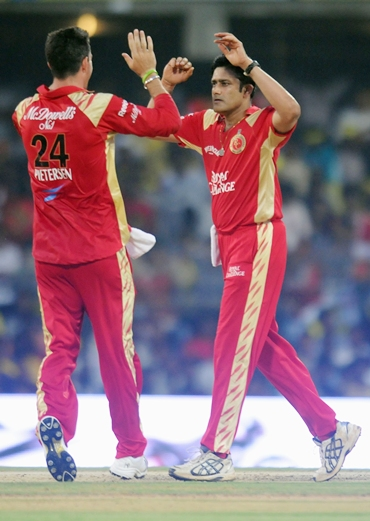 Kevin Pietersen is congratulated by Kumble