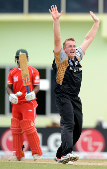Scott Styris appeals for a wicket