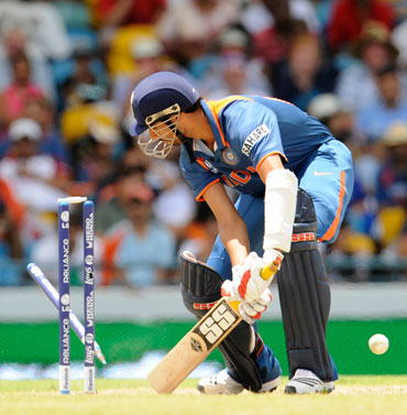 Ashish Nehra is cleaned bowled